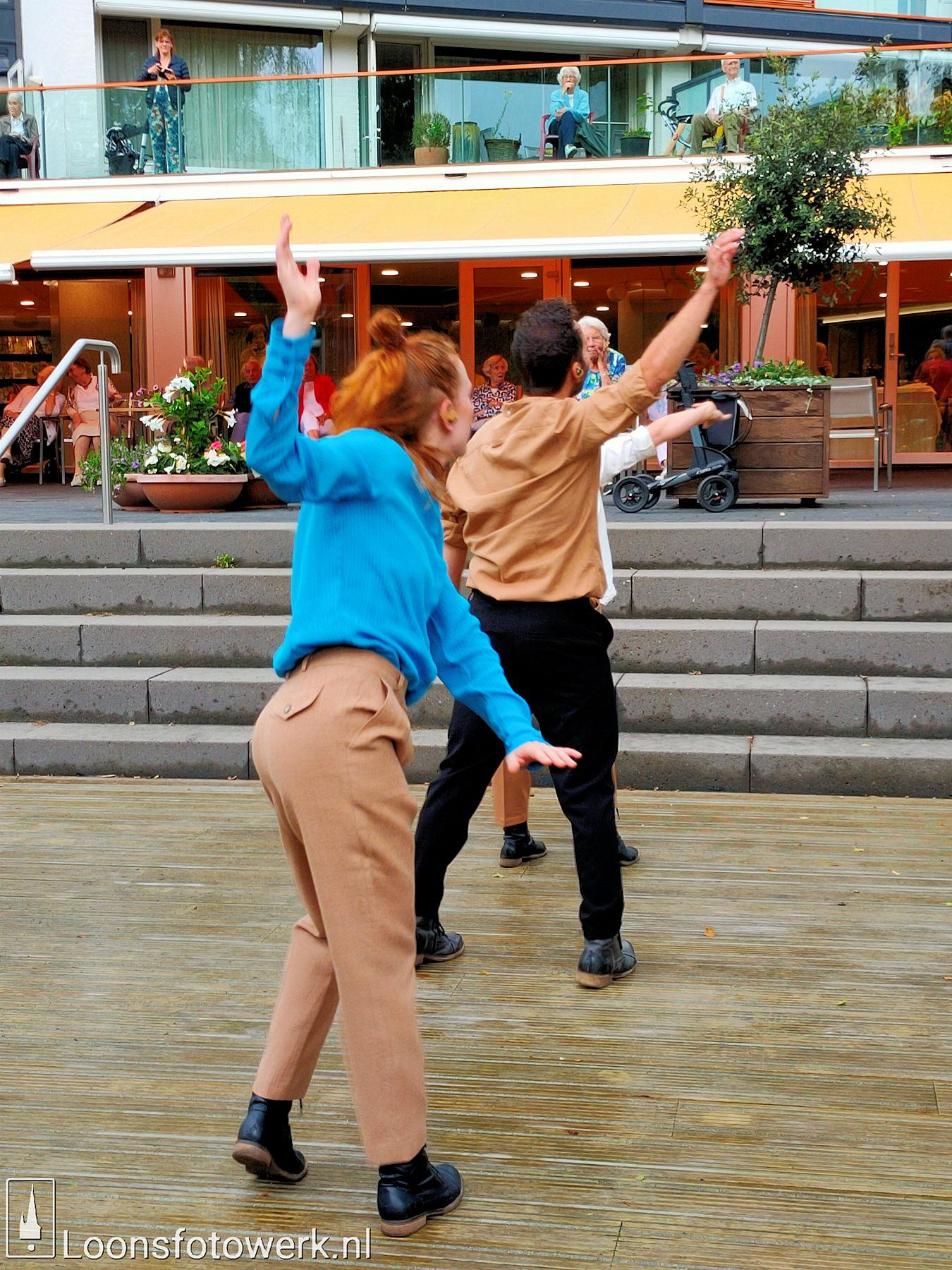 Dansnest danst voor Jan Bernard Koolen 25