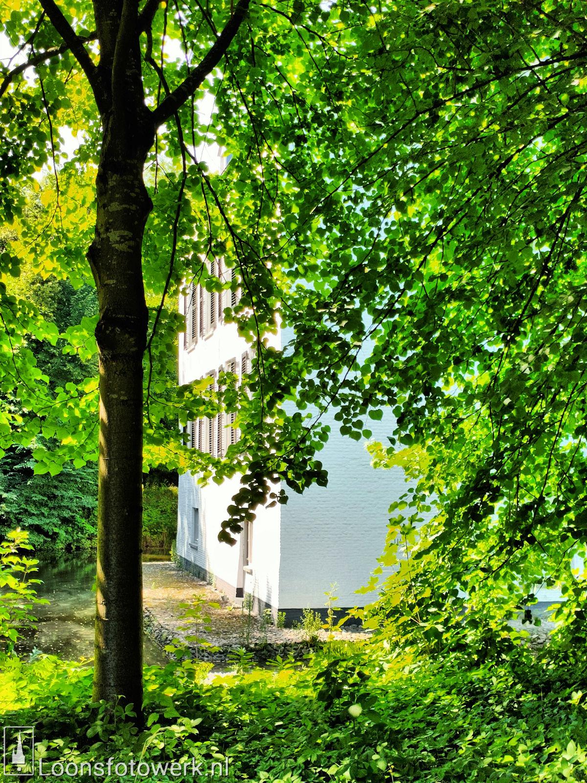 Koetshuis en tuin Witte Kasteel 8