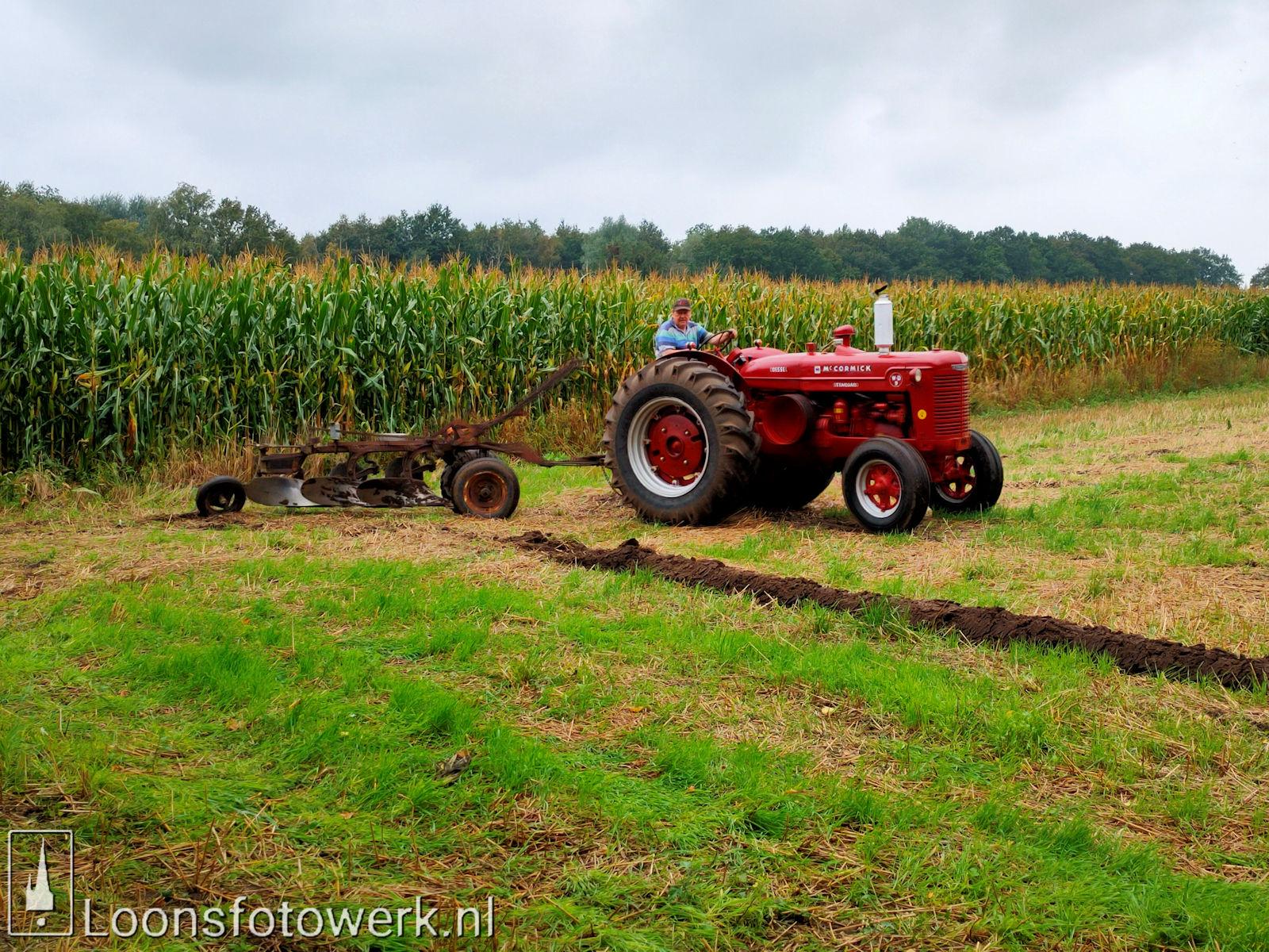 En de boer ploegde voort... 19